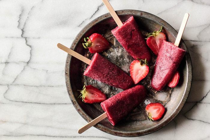 strawberry-popsicles-700x467