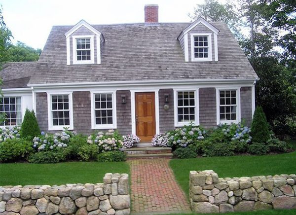 Using the style of the house for foundation planting